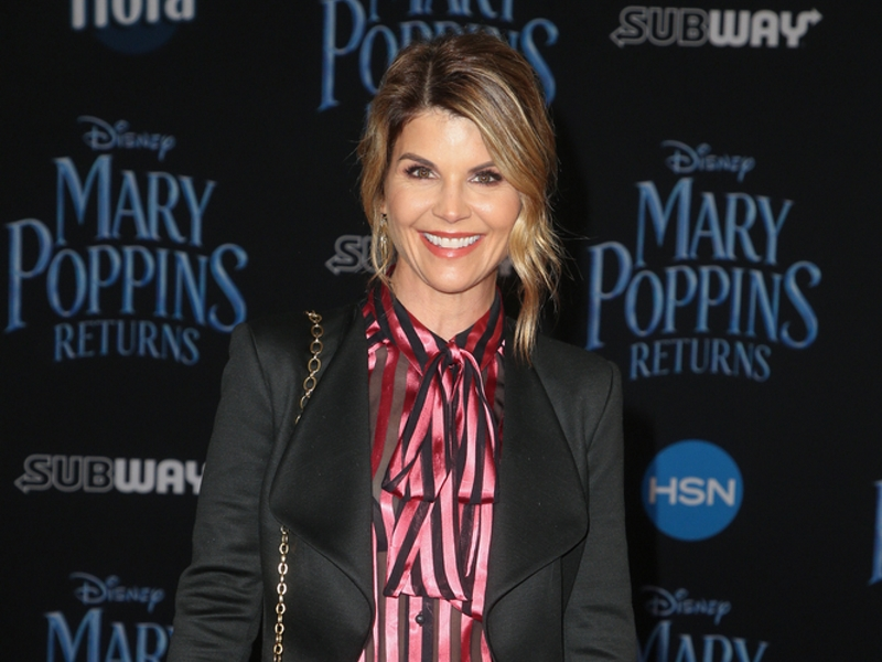 Lori Loughlins daughters 'struggling after parents end up behind bars